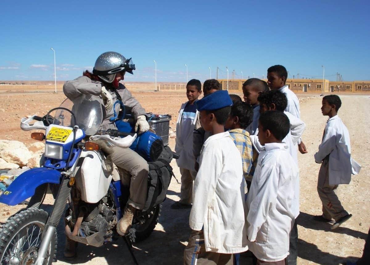 Lois Pryce with school kids in Algeria