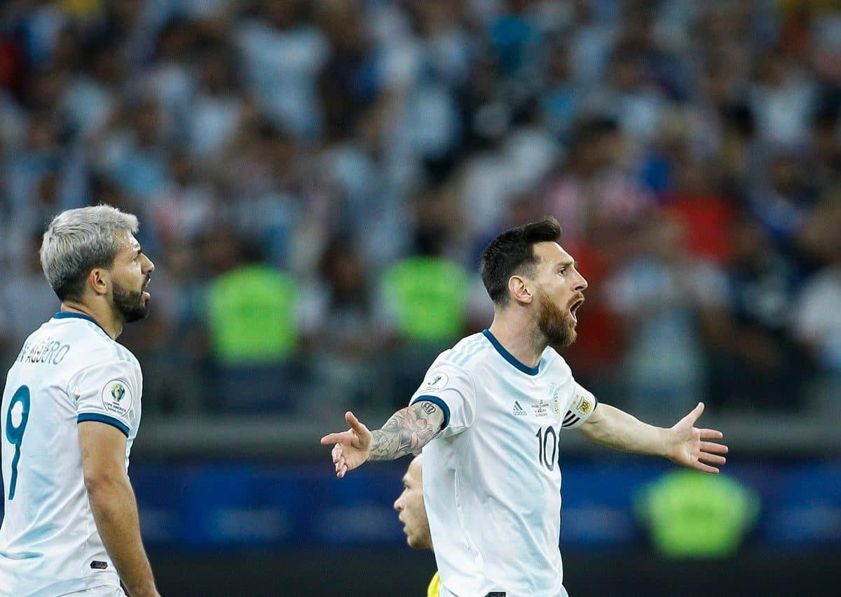 Messi believed Argentina should have had a penalty for a foul on Aguero (left) (AP Photo/Victor R. Caivano)