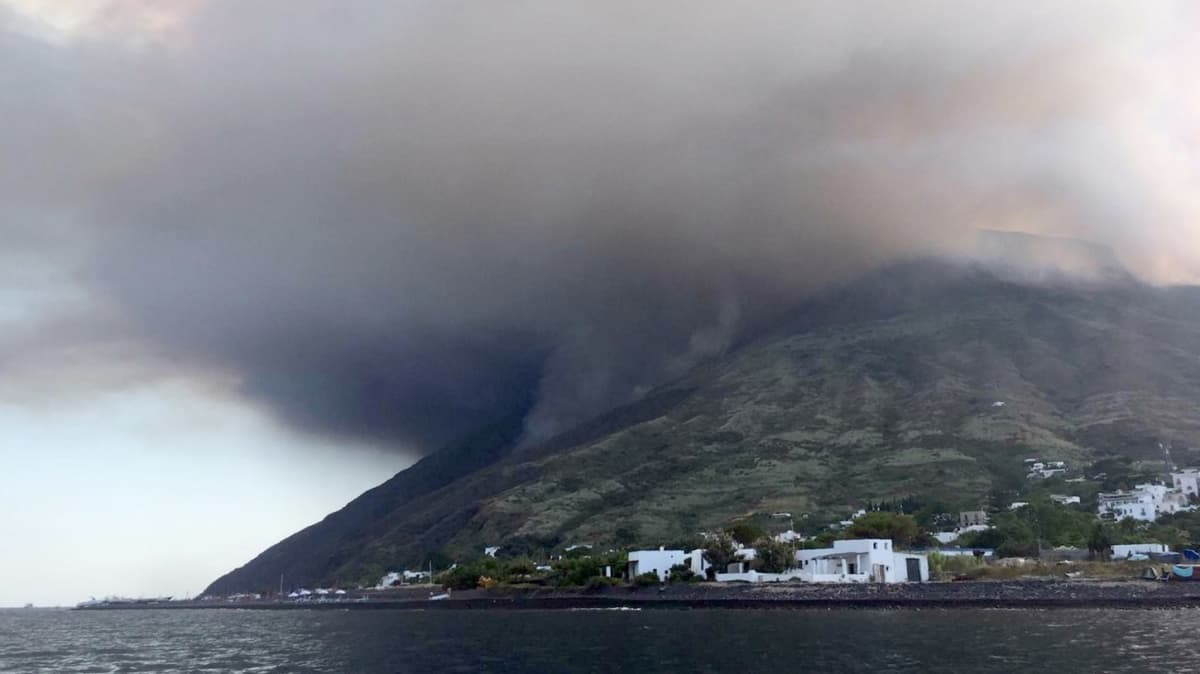 Stromboli volcano erupts (PA)