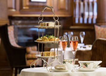 Afternoon Tea at Brown's Hotel | Photo: Janos Grapow