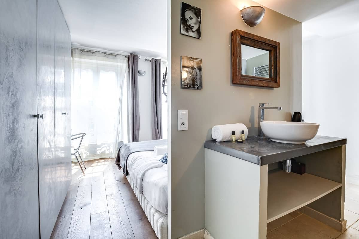 GuestReady property in France - bed with en-suite