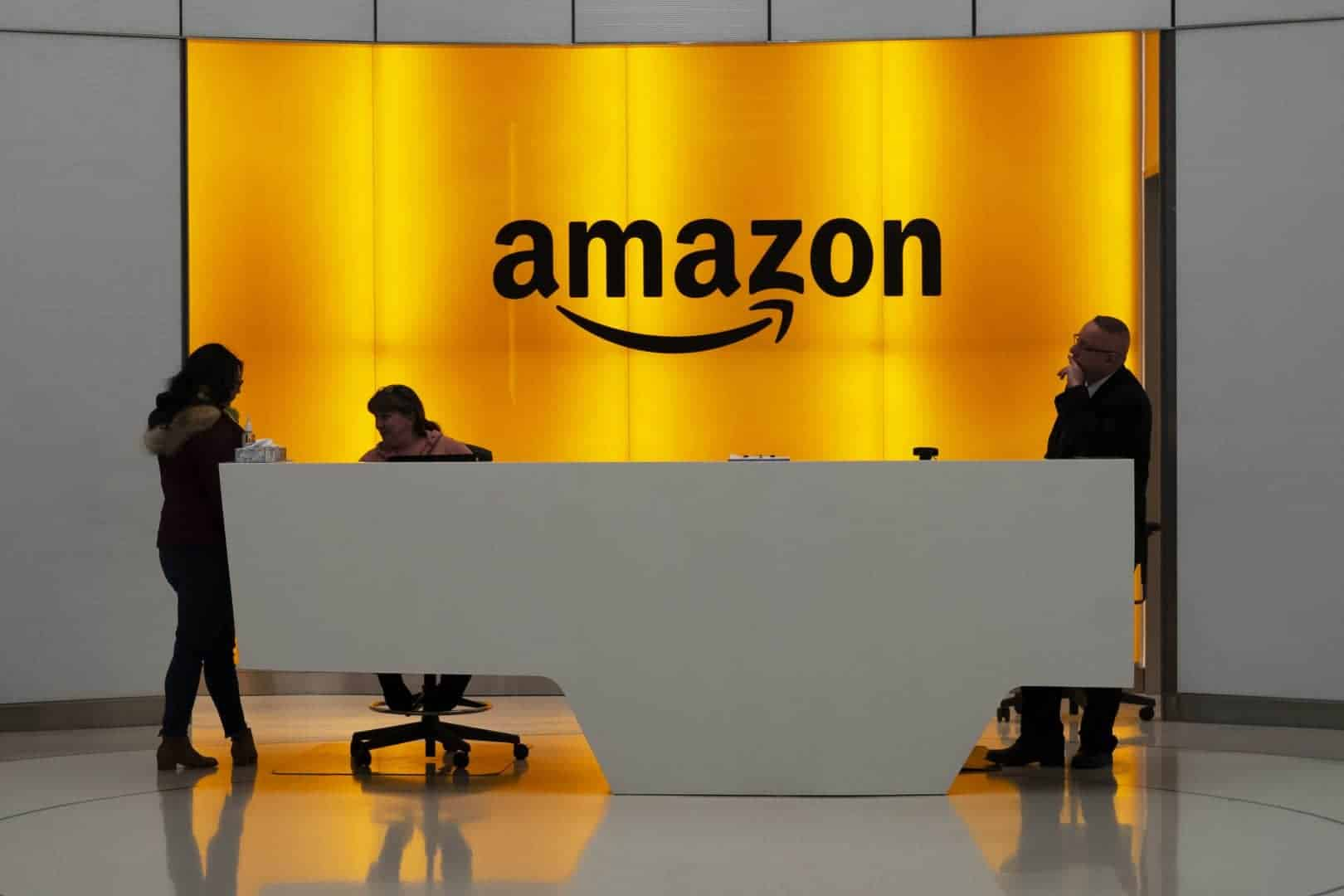 Amazon plans to hire 100,000 more workers to cope with coronavirus