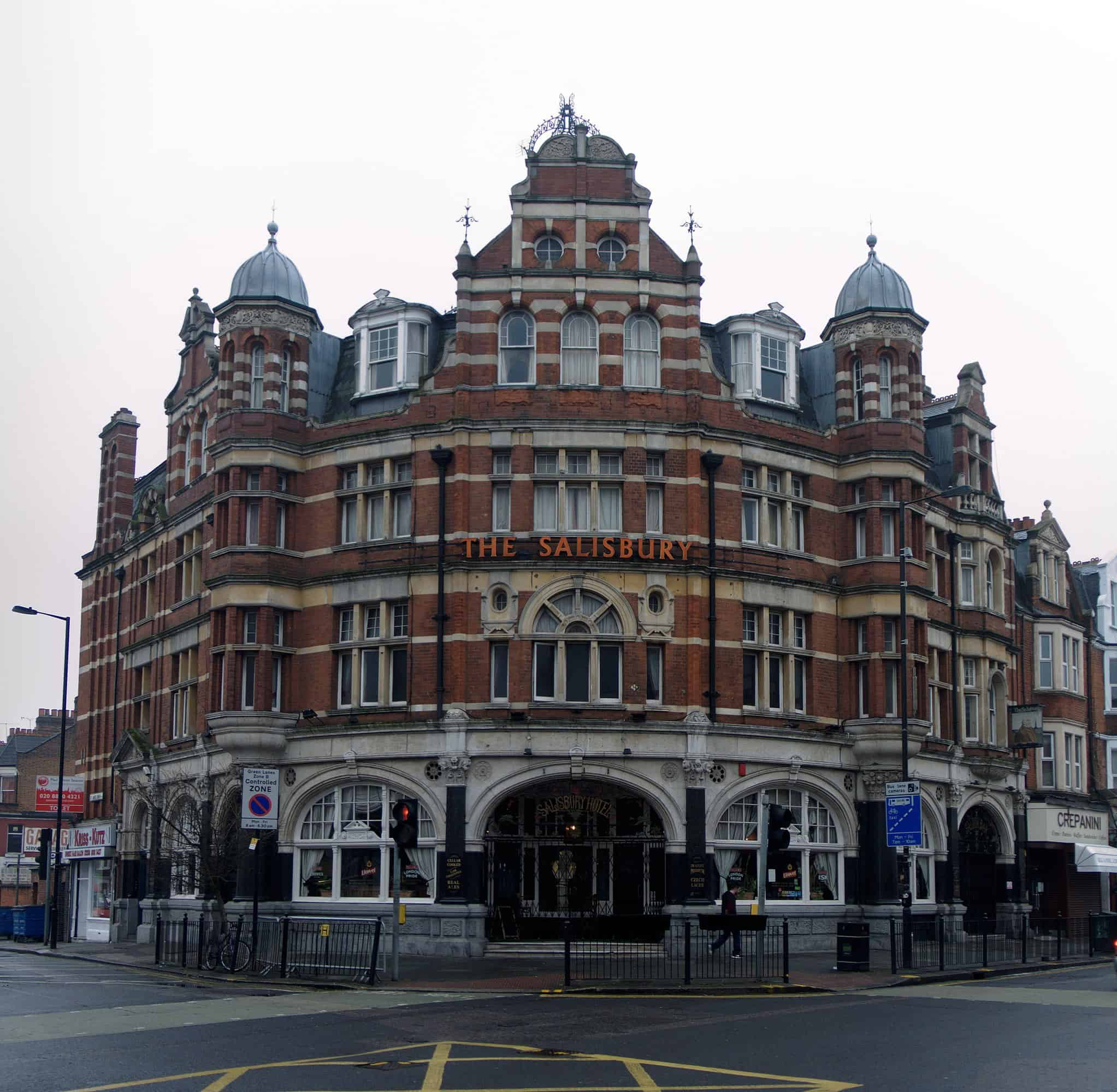 Best pubs in North London The Salisbury Hotel | N19±, CC BY-SA 3.0, via Wikimedia Commons