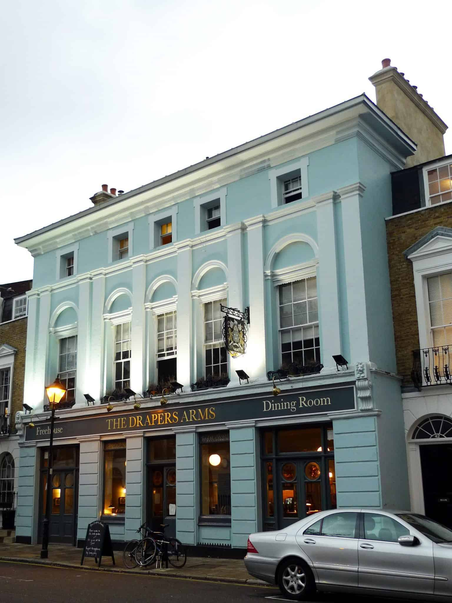 Drapers Arms best pubs in North London Ewan Munro from London, UK, CC BY-SA 2.0, via Wikimedia Commons