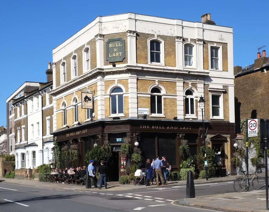Best pubs in North London Bull & Last - Photo © Julian Osley (cc-by-sa:2.0)