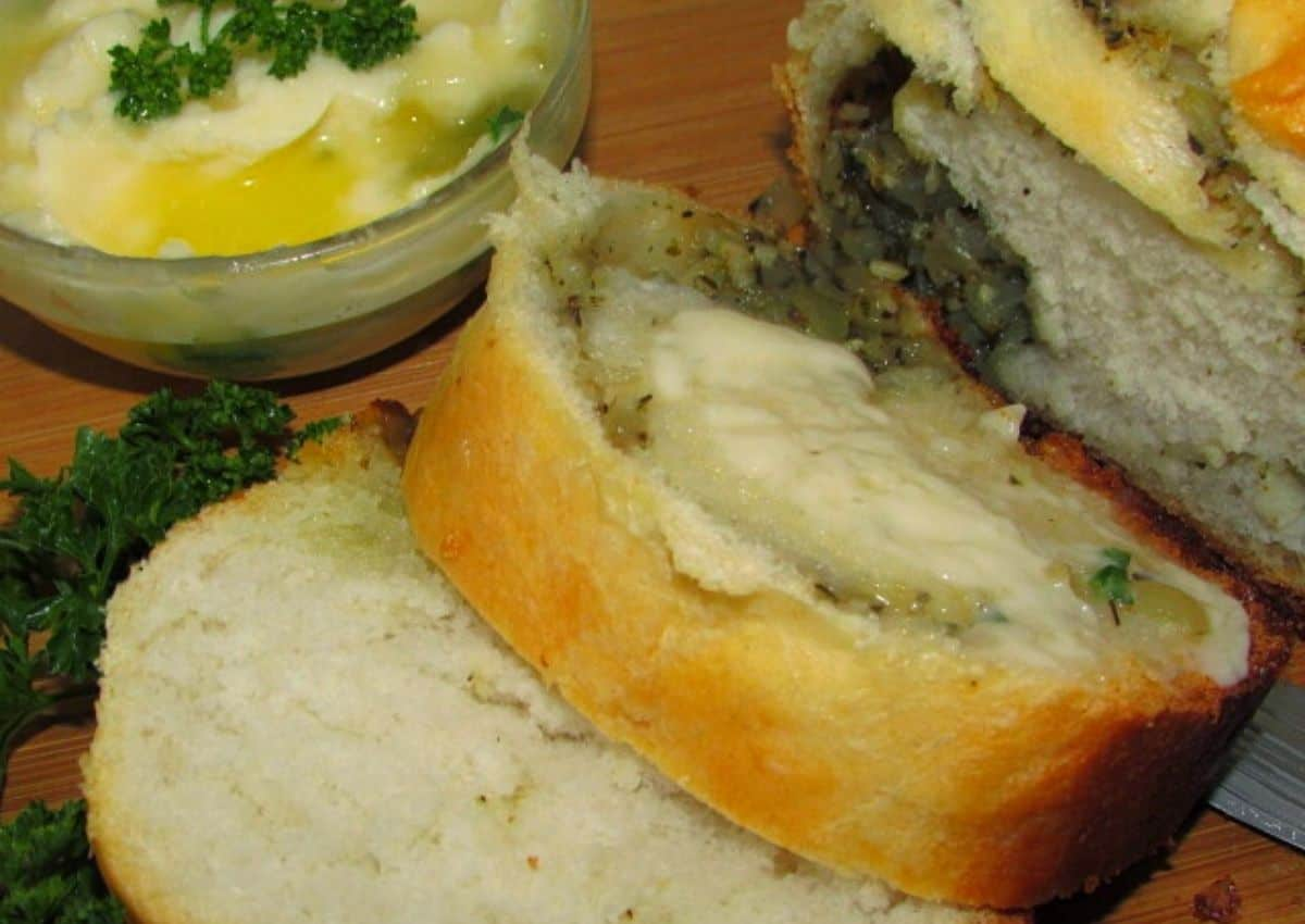 How To Make: Easy Savoury Bread with Garlic, Herbs and Cheese