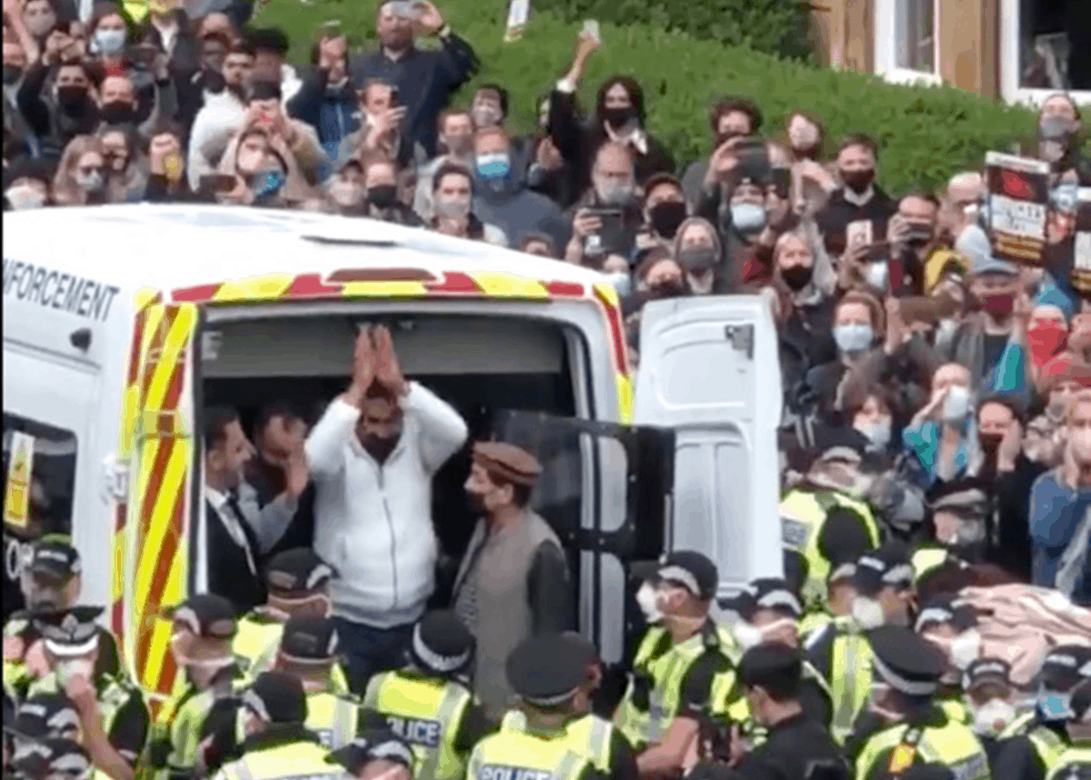 Solidarity in an image': Glasgow protesters halt deportation of two members of their community