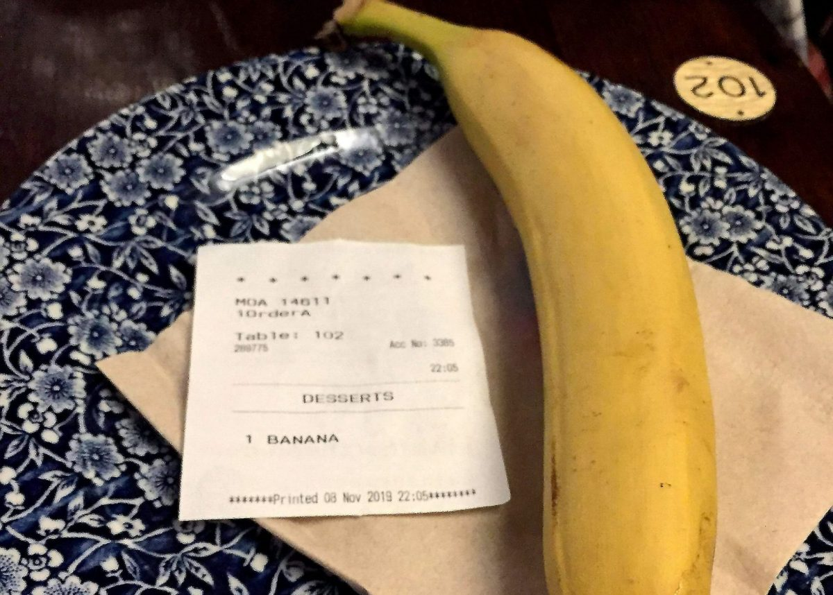 The banana sent to the table of Mark D'arcy-Smith when he was sat in a Wetherspoons. Credit: SWNS