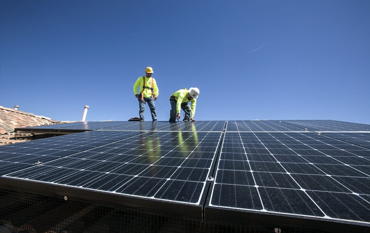 Apartments, multi-family housing could tap into rooftop solar under proposed bill