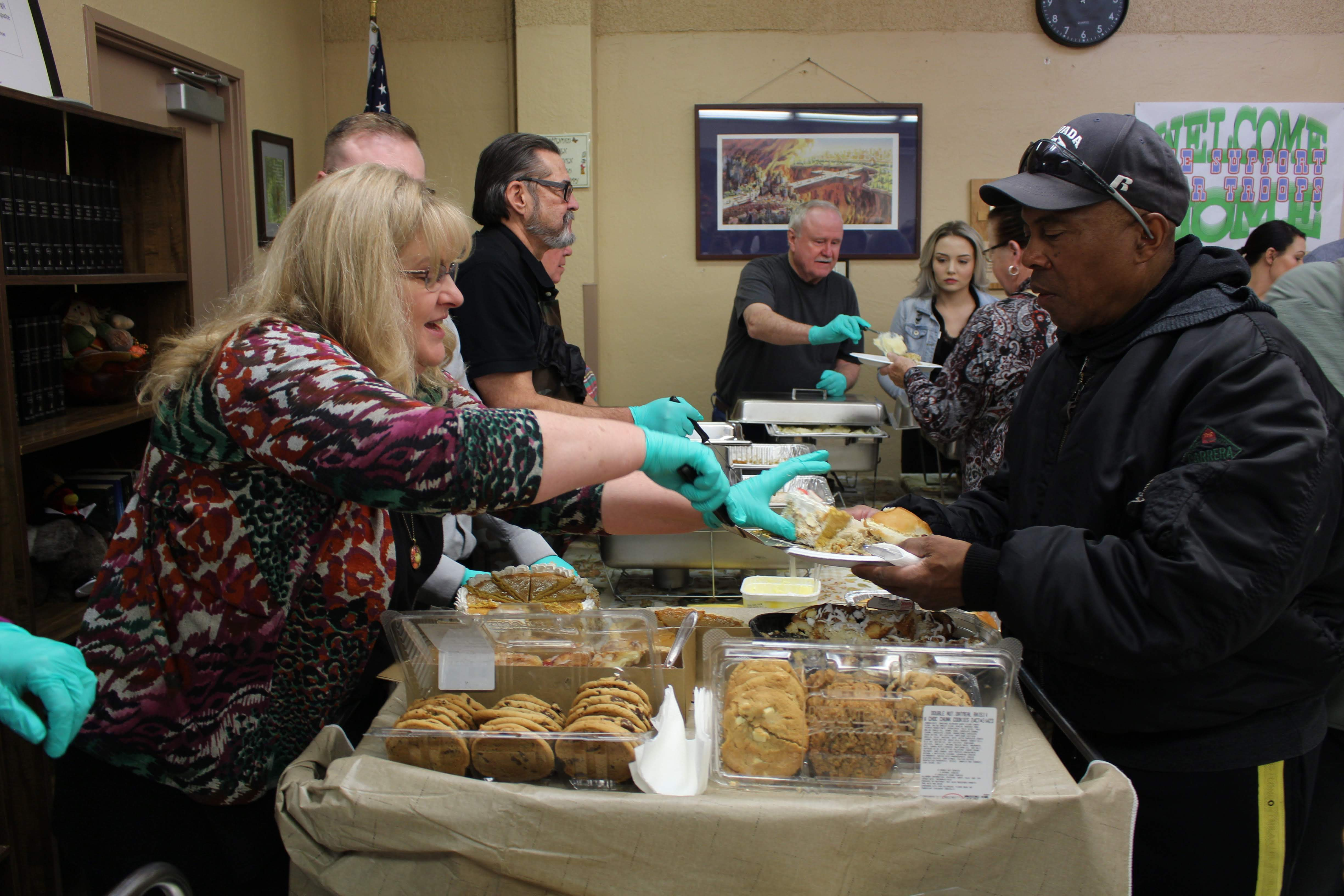 Volunteers serving Thanksgiving meal to veterans
