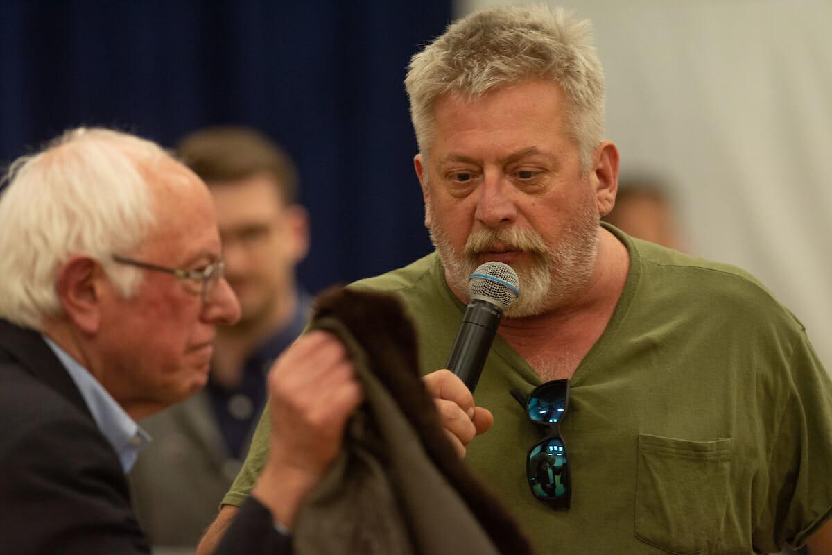 Veteran gives jacket to Bernie Sanders