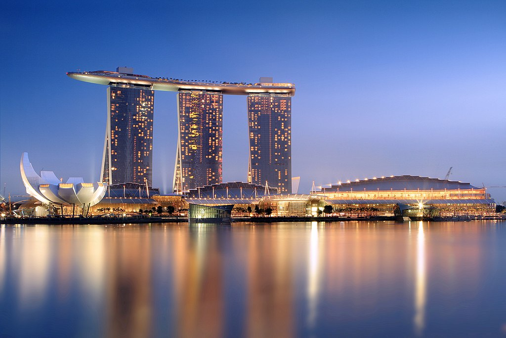 3990718e 1024px marina bay sands in the evening   20101120