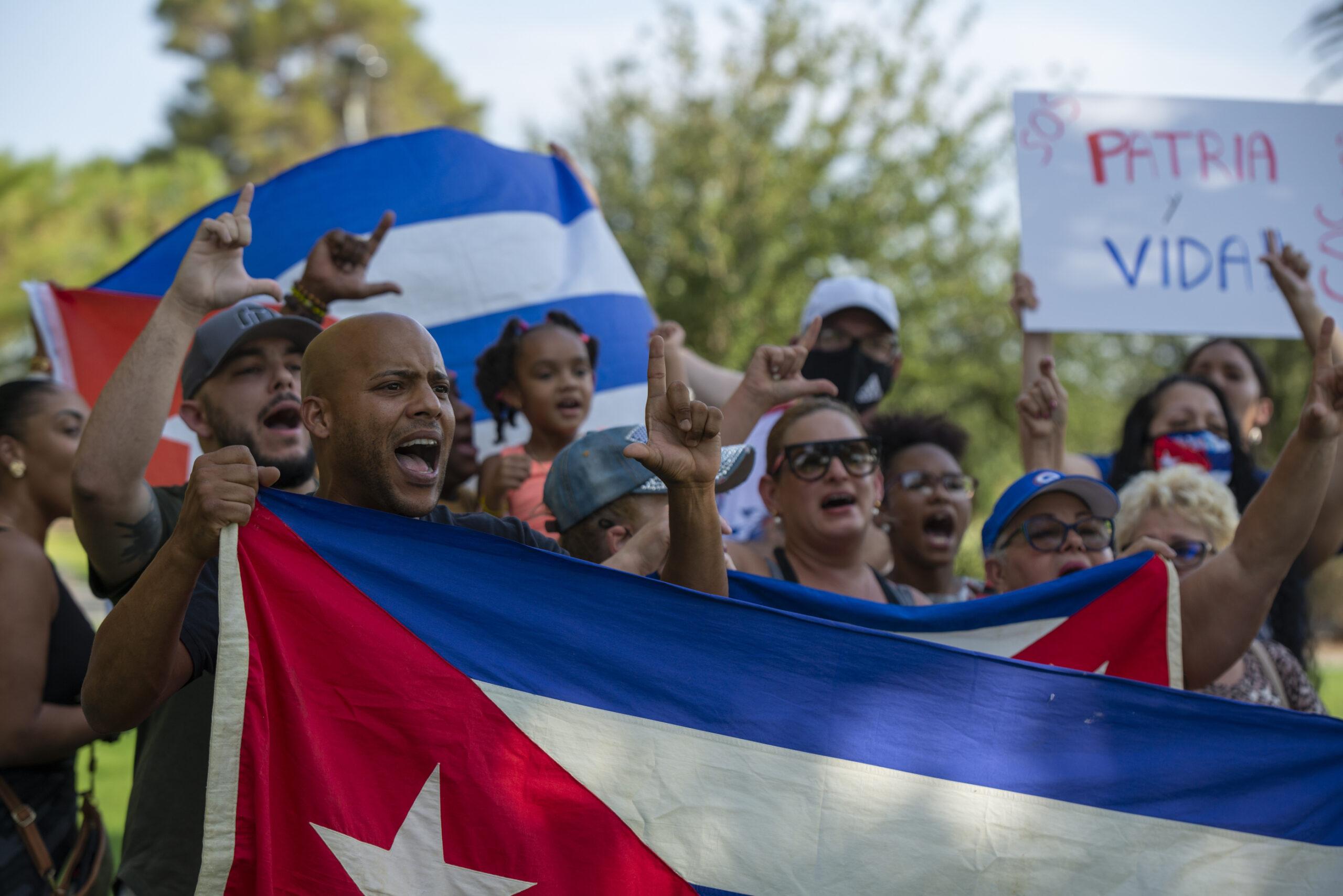 """Los gritos de """"Libertad"""" resonaron a 2,000 millas de Cuba en  manifestaciones en Las Vegas - The Nevada Independent"""