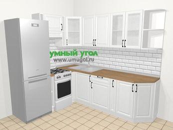 Угловая кухня из массива дерева в скандинавском стиле 6,6 м², 190 на 240 см, Белые оттенки, верхние модули 72 см, холодильник, отдельно стоящая плита