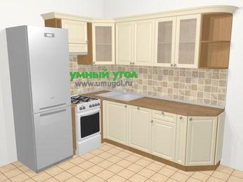 Угловая кухня из массива дерева в стиле кантри 6,6 м², 190 на 240 см, Бежевые оттенки, верхние модули 72 см, посудомоечная машина, холодильник, отдельно стоящая плита