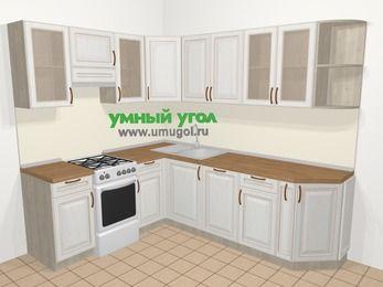 Угловая кухня МДФ патина в классическом стиле 6,6 м², 190 на 240 см, Лиственница белая, верхние модули 72 см, посудомоечная машина, отдельно стоящая плита