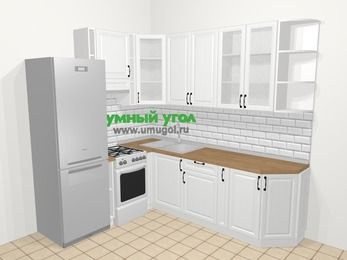 Угловая кухня из массива дерева в скандинавском стиле 6,6 м², 190 на 240 см, Белые оттенки, верхние модули 92 см, холодильник, отдельно стоящая плита