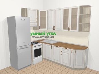 Угловая кухня МДФ патина в классическом стиле 6,6 м², 190 на 240 см, Лиственница белая, верхние модули 92 см, посудомоечная машина, холодильник, отдельно стоящая плита