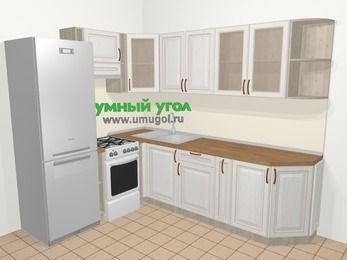 Угловая кухня МДФ патина в классическом стиле 6,8 м², 190 на 250 см, Лиственница белая, верхние модули 72 см, холодильник, отдельно стоящая плита