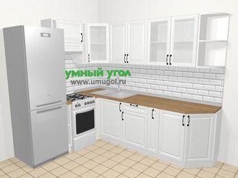 Угловая кухня из массива дерева в скандинавском стиле 6,8 м², 190 на 250 см, Белые оттенки, верхние модули 72 см, холодильник, отдельно стоящая плита