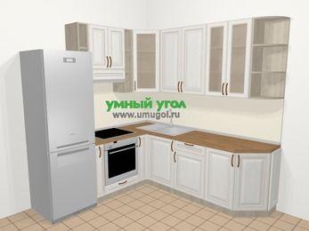 Угловая кухня МДФ патина в классическом стиле 6,7 м², 210 на 230 см, Лиственница белая, верхние модули 92 см, встроенный духовой шкаф, холодильник