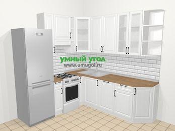 Угловая кухня из массива дерева в скандинавском стиле 6,7 м², 210 на 230 см, Белые оттенки, верхние модули 92 см, посудомоечная машина, холодильник, отдельно стоящая плита
