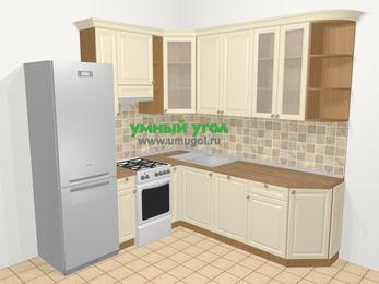 Угловая кухня из массива дерева в стиле кантри 6,7 м², 210 на 230 см, Бежевые оттенки, верхние модули 92 см, посудомоечная машина, холодильник, отдельно стоящая плита