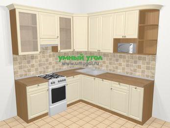 Угловая кухня из массива дерева в стиле кантри 6,7 м², 210 на 230 см, Бежевые оттенки, верхние модули 92 см, посудомоечная машина, модуль под свч, отдельно стоящая плита