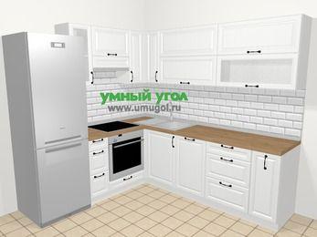 Угловая кухня из массива дерева в скандинавском стиле 6,9 м², 210 на 240 см, Белые оттенки, верхние модули 72 см, посудомоечная машина, встроенный духовой шкаф, холодильник
