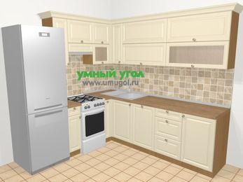 Угловая кухня из массива дерева в стиле кантри 6,9 м², 210 на 240 см, Бежевые оттенки, верхние модули 72 см, посудомоечная машина, холодильник, отдельно стоящая плита