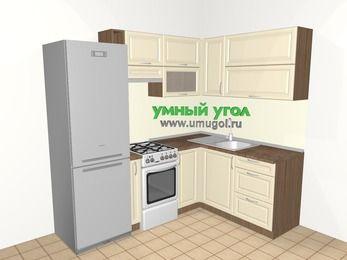Угловая кухня из массива дерева 5,5 м², 2200 на 1600 мм, Бежевые оттенки: верхние модули 720 мм, холодильник, корзина-бутылочница, отдельно стоящая плита