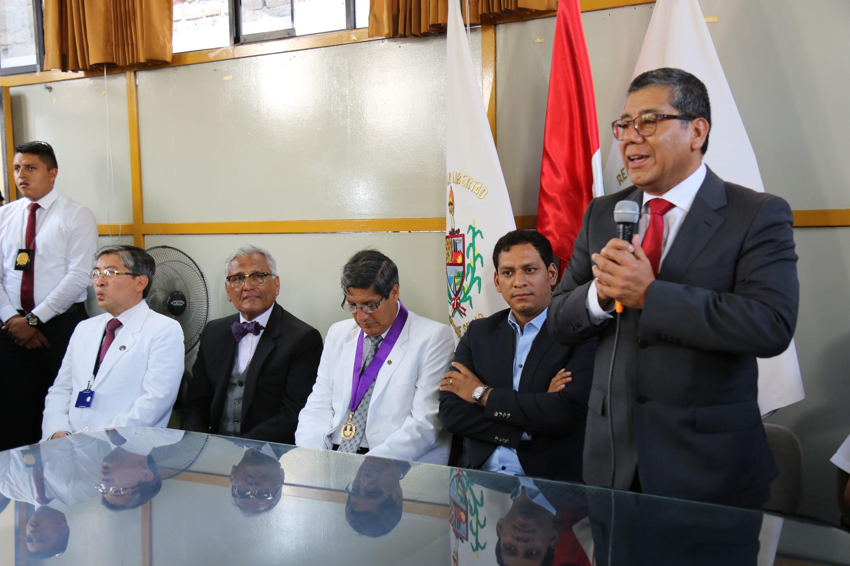 0 W5 A8156 Gerente Salud Victor Alvarado Caceres