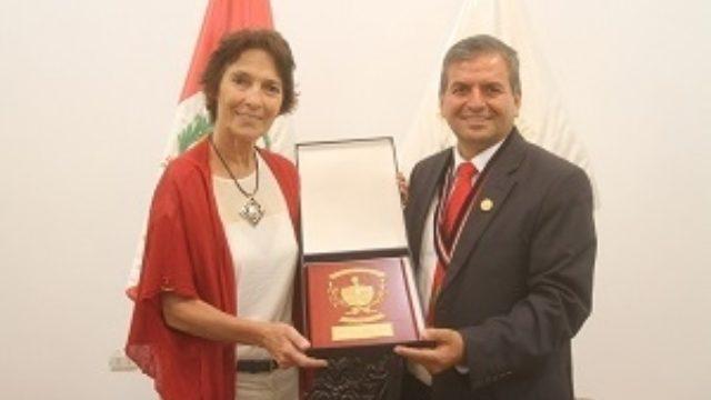 Embajadora De La Ue Irene Horejs Y Consjero Joel Díaz