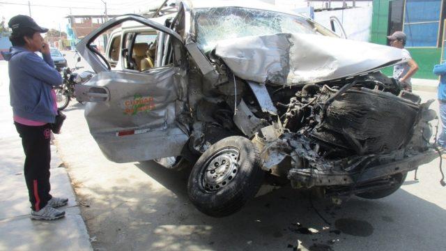 Img 4017  Camioneta Miniván Choque Con Semitráiler  Dos Muertos  Panamericana Cp San José De Moro Pacanga 2017