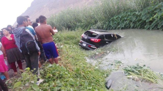 Img Wa0027  Camioneta Accidente Tres Fallecidos  Acequia Chepén Puente Tabla 2018