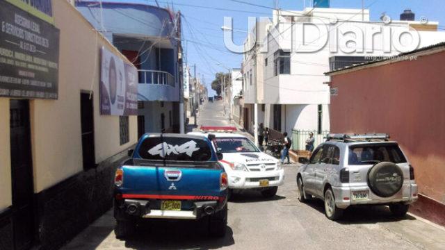 Camionetas Bloquean Veredas Calzada Pacasmayo