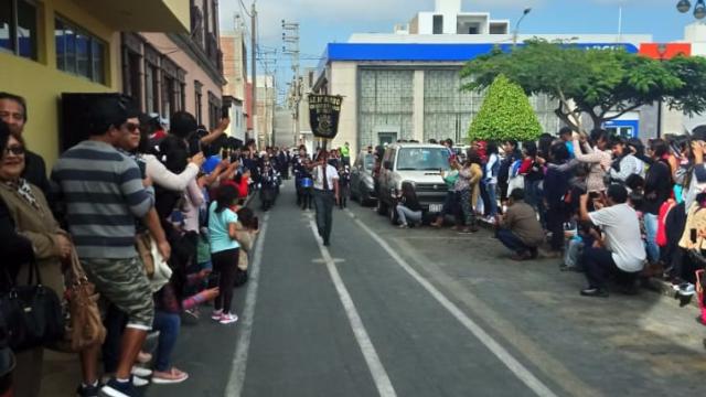 Carros En Plza Desfile Pacasmayo
