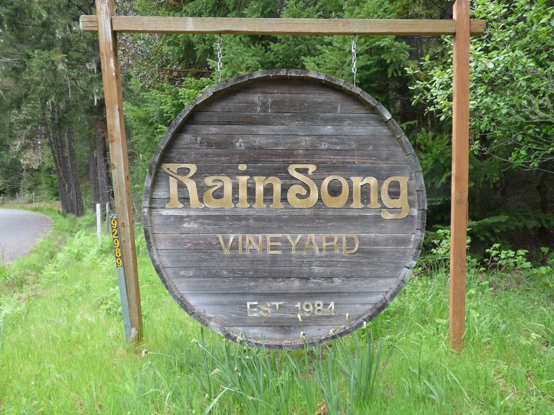 Logo for RainSong Vineyard