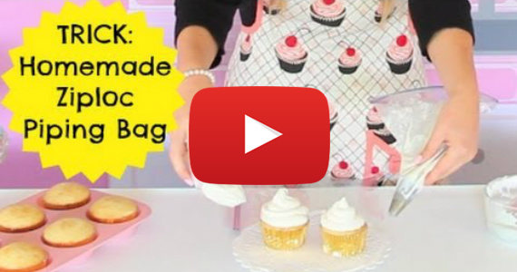 How To Use A Ziploc Bag To Decorate Cupcakes