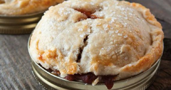 Make Mason Jar Lid Apple Pies