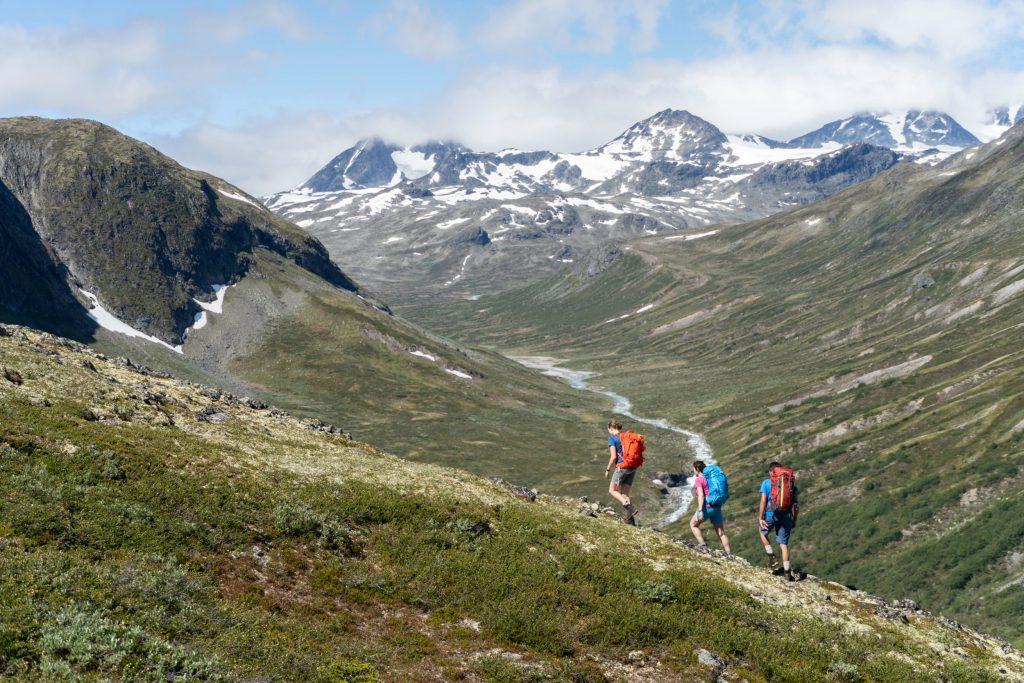 Bukkelægeret ridge overlooking Memurudalen valley