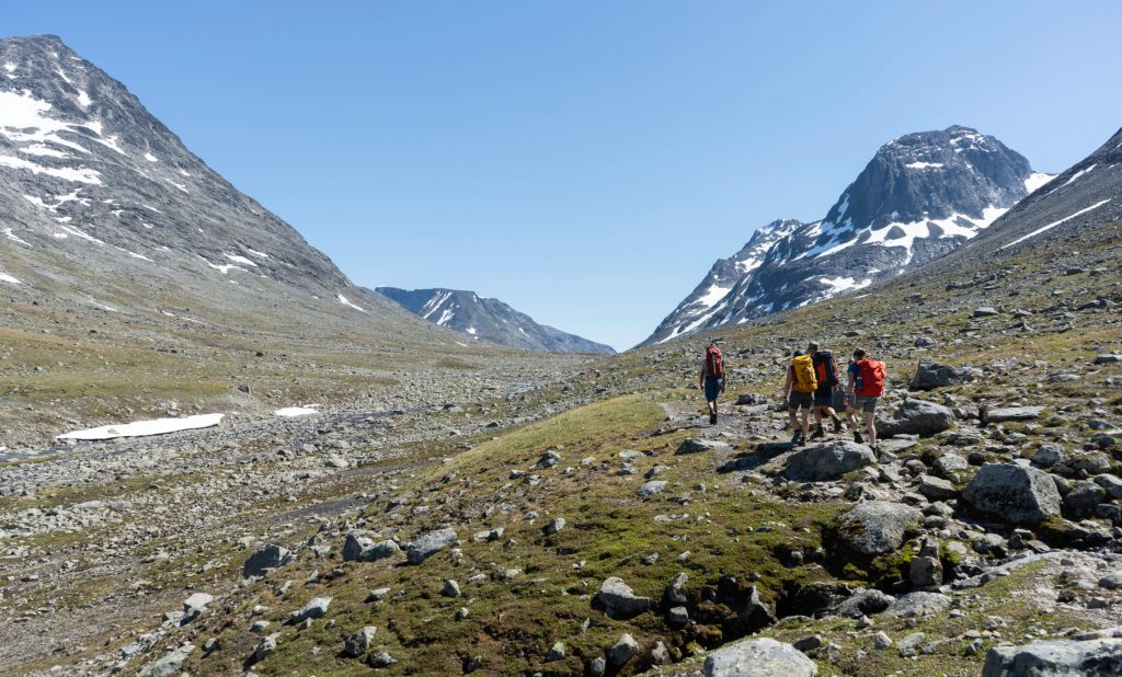 Hiking through Svartdalen towards Torfinnsbu