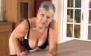 Oma Porno - Versautes Callgirl wird beim Gruppensex erbarmungslos rangenommen