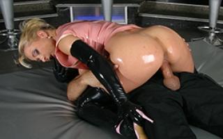 Latex Milf beim Fetisch Fick