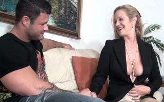 Deutschsprachige Pornos - Stylisches Erotik Video mit sexgeiler Darstellerin