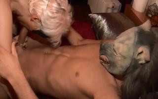 Willige Blondine steht auf Outdoorsex