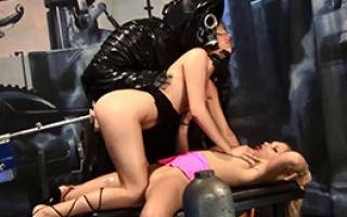 Porno Clip - Scharfes Teengirl wird unter freiem Himmel extrem hart rangenommen