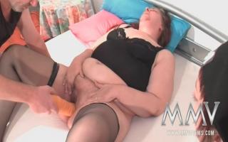 Pornos in deutsch - Gierige Frau steht auf Orgasmus