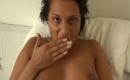 Latina beim Masturbieren