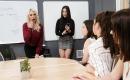 Pornofilm Versaute Blondine steht auf Dildosex
